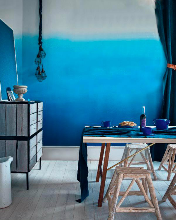 Ombre Walls In Blue For A Mediterranean Style Interior