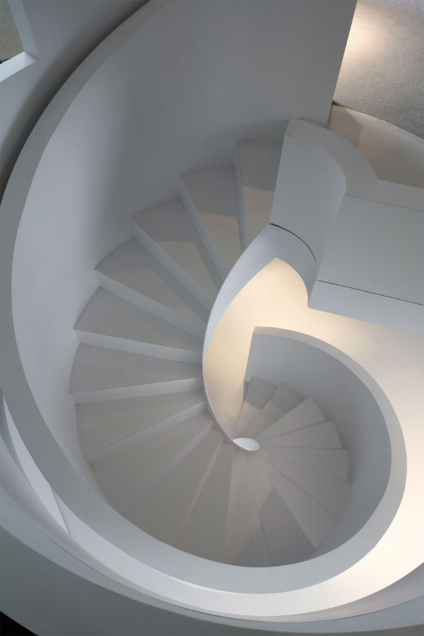 Architecture and decorating with light and shadow mocha for Fabrication escalier beton interieur