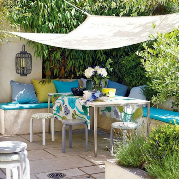 Outdoor room with turquoise decor accents