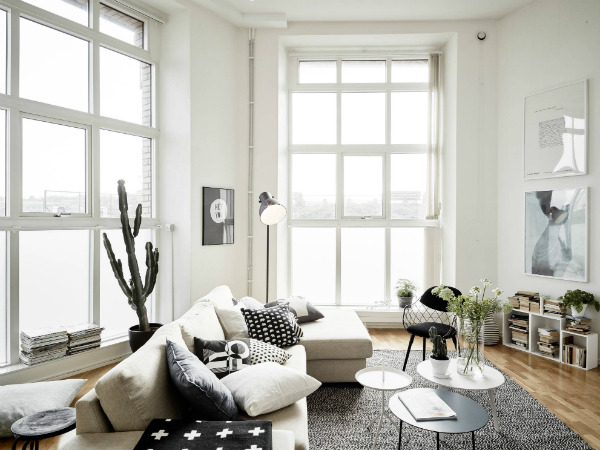 Airy lounge with full height windows