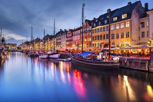 Copenhagen quay at night