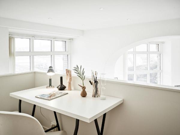 Mezzanine home office