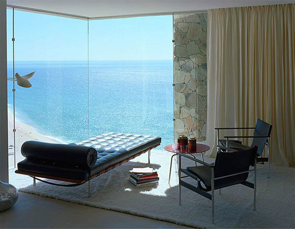A room with a view of the sea
