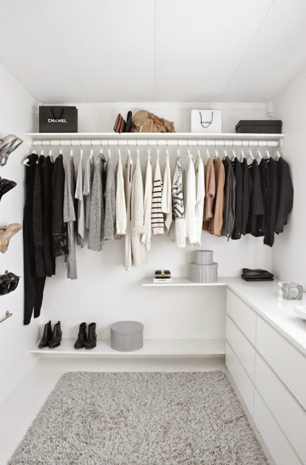 Declutter your clothes for a minimalist wardrobe