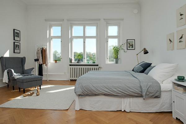 Simple window dressing in a Scandinavian bedroom