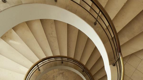 Biophilic design: Bauhaus style staircase by Erich Mendelsohn
