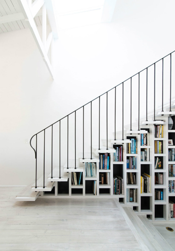Stairs With Built In Bookshelf