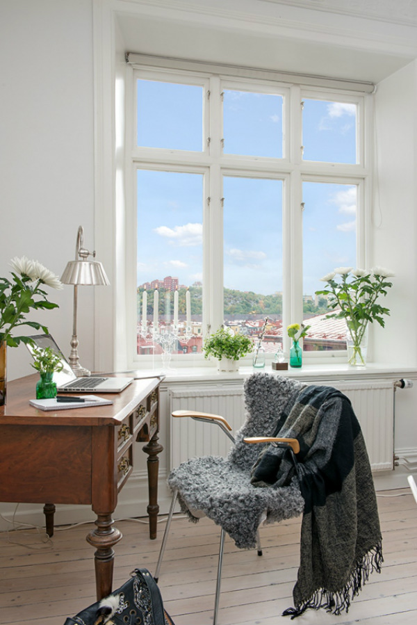 Biophilic Scandinavian home office with plants