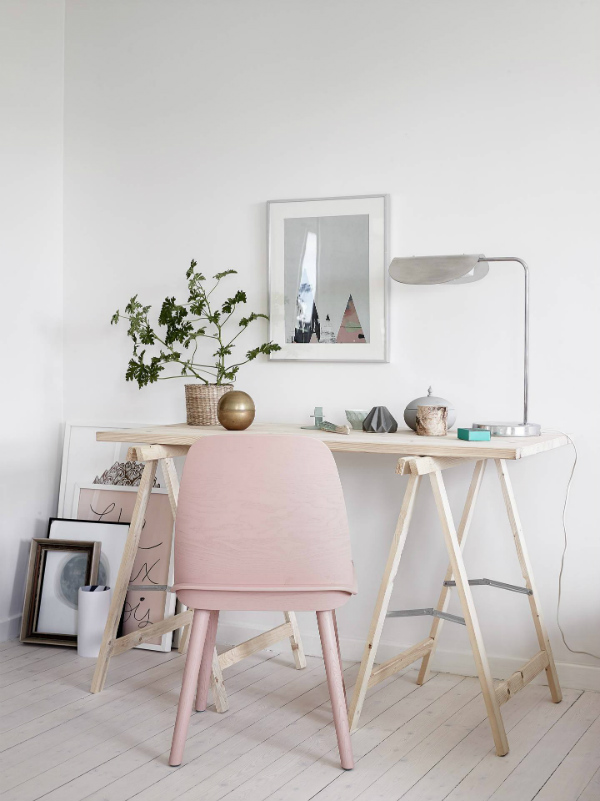 Home office with chair in Pantone rose quartz pink